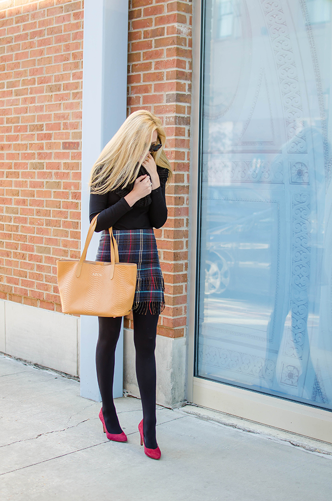 how to dress up your boring black tights