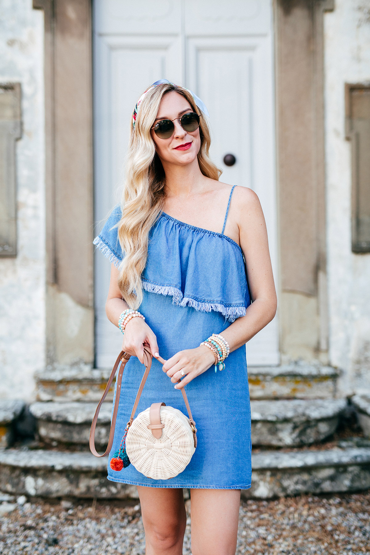 Summer Chambray Dress Styles | Summer Outfit Ideas | The Round Bag Trend