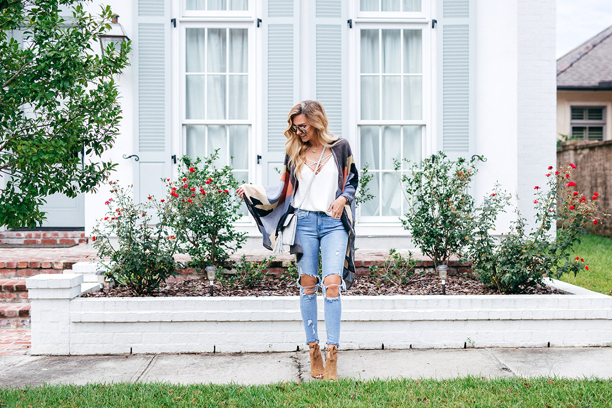 Late Summer Outfit Ideas | Transitioning Into Fall | Distressed Jeans Under $100