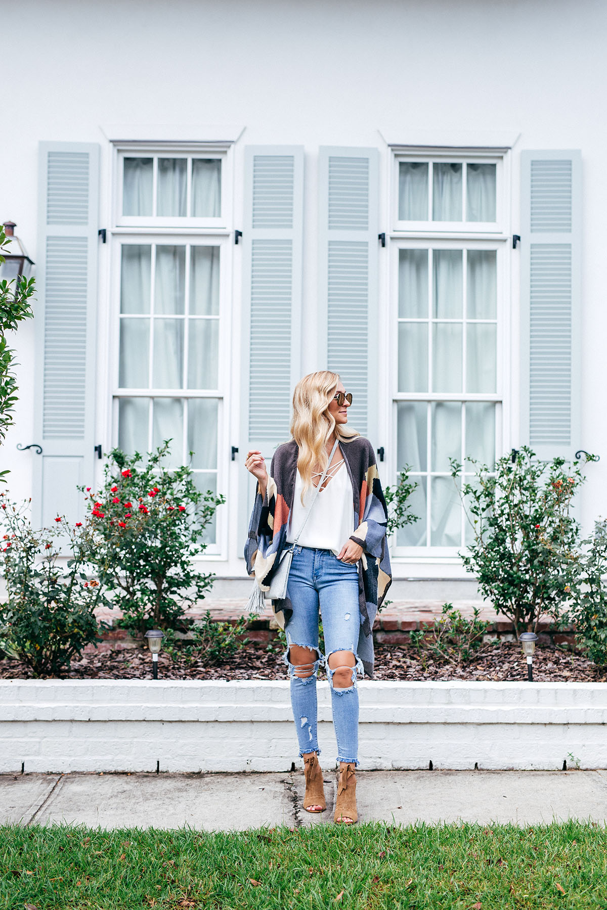 Late Summer Outfit Ideas | Transitioning Into Fall | Distressed Denim | Patterned Kimono