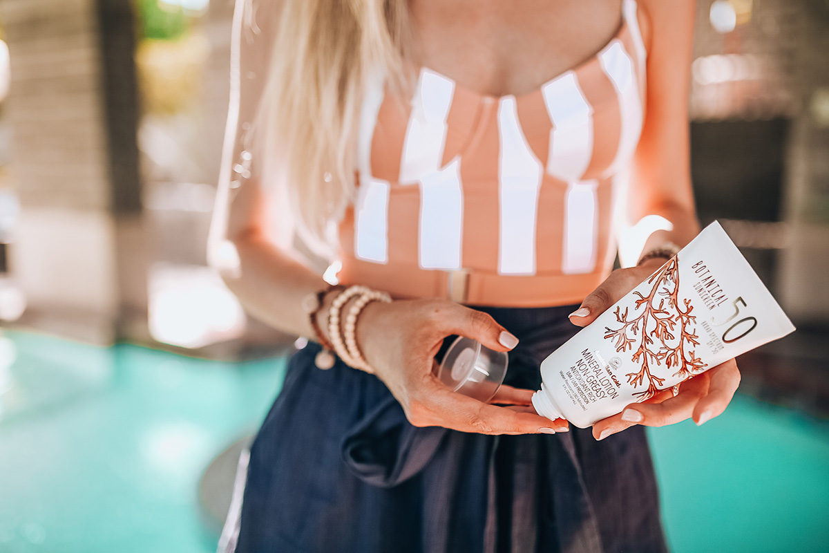 All-Natural Sunscreen Under $20 | Australian Gold Botanicals Mineral Sunscreen | Who Wear What x Onia Swimwear